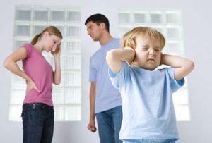 بگومگوی والدین بر سر تربیت کودکان