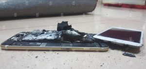 مشکل انفجار باتری آیفون ۶s پس از شارژ