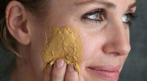 برای داشتن پوستی سالم و درخشان ماسک زردچوبه بزنید